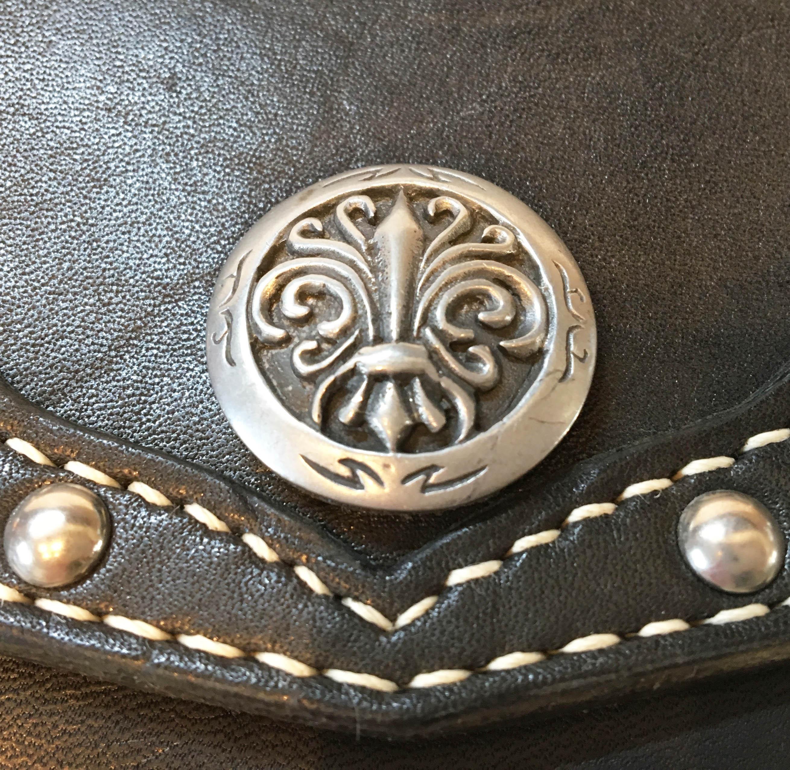 手縫いの本革製ベルト・バッグ