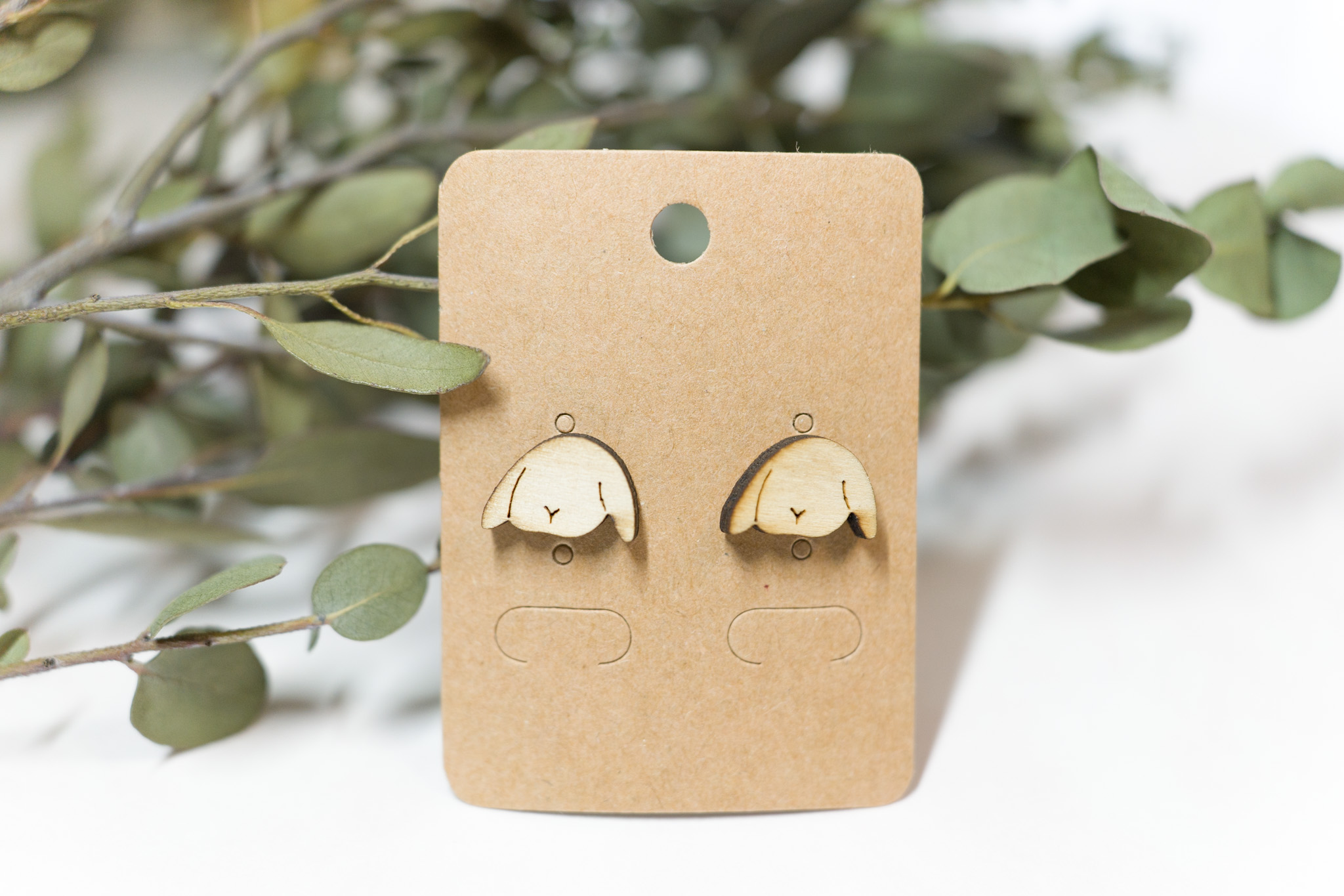 たれ耳うさぎは珍しい!しかも木のアクセサリー!!うさぎの木のピアス ホーランドロップイヤー