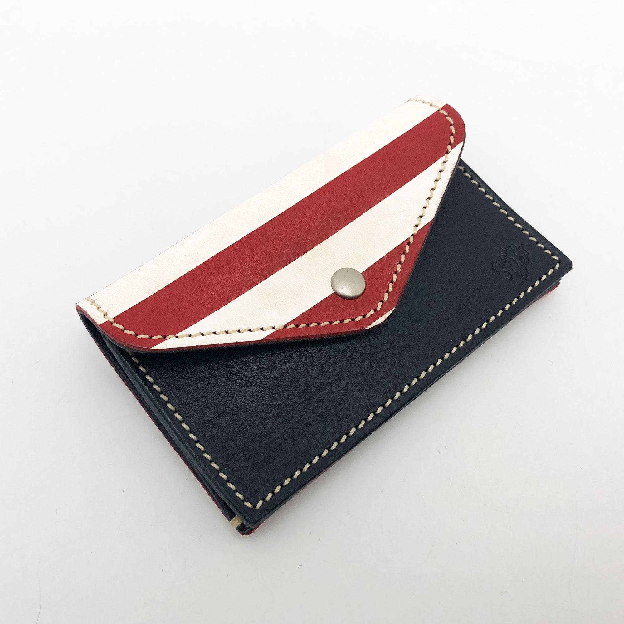 コンパクトなのに小銭もお札もカードも収納出来てしまうユーティリティウォレット。