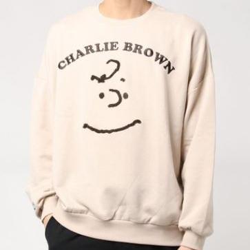 大注目!チャーリーブラウンのビッグフェイス刺繍トレーナー