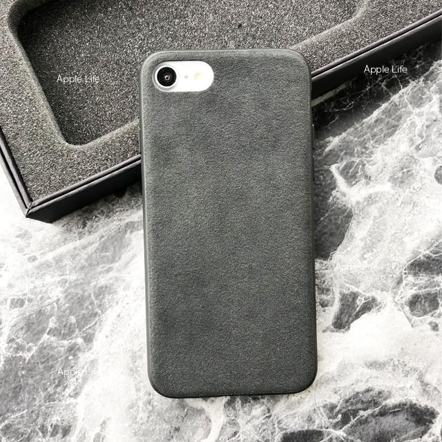 上質なスエード「アルカンターラ」を使用した手触りがいいシンプルなiPhoneケース