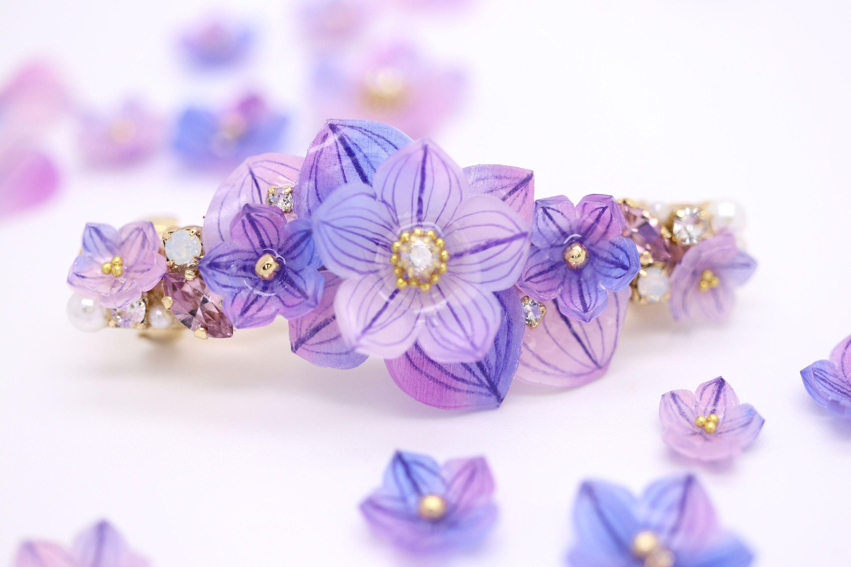 秋の花、紫と青のグラディーションが綺麗なハンドメイドの桔梗のバレッタ