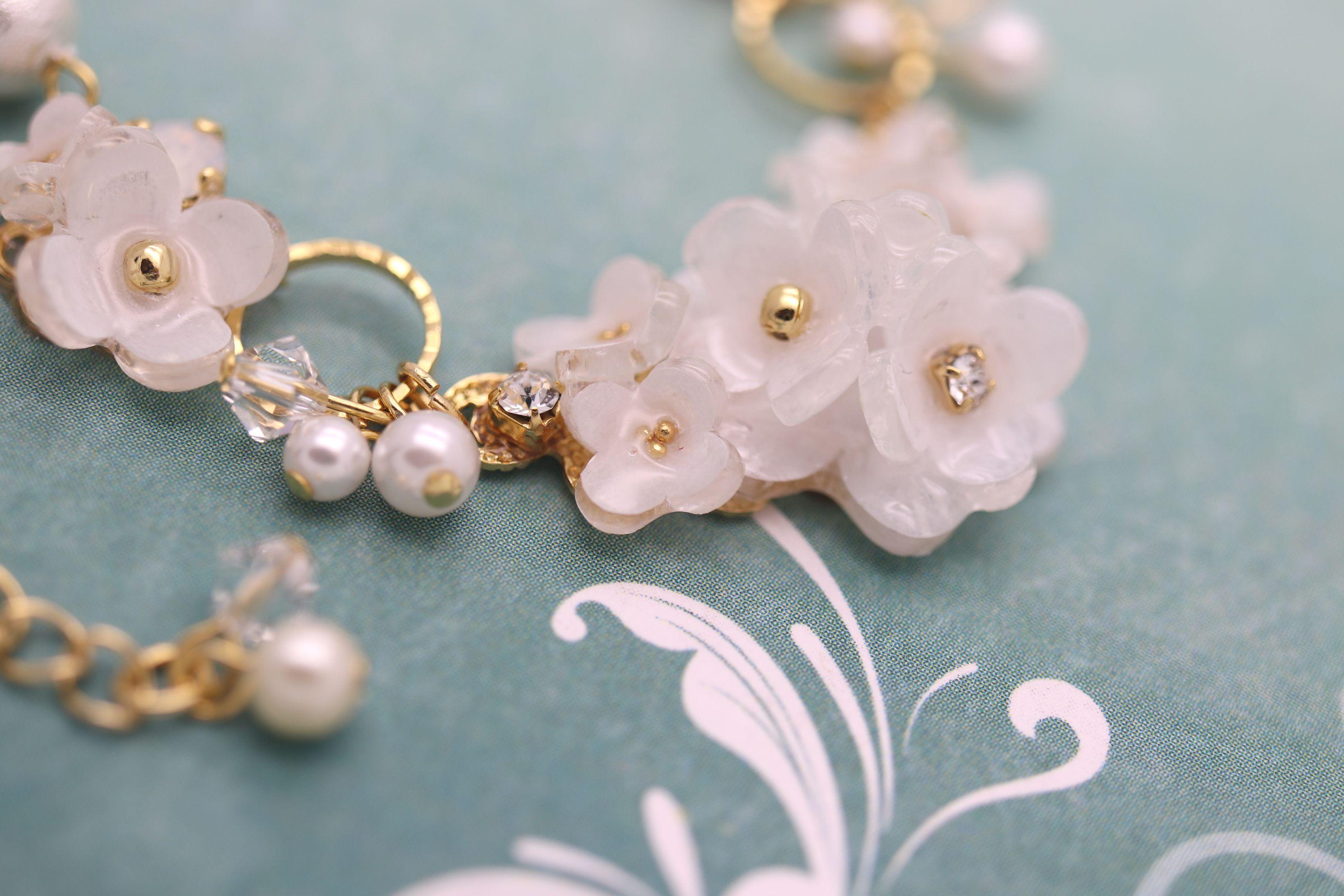 春のWeddingにいかがですか?華やかなコットンパールやスワロフスキーの手作りネックレス♡
