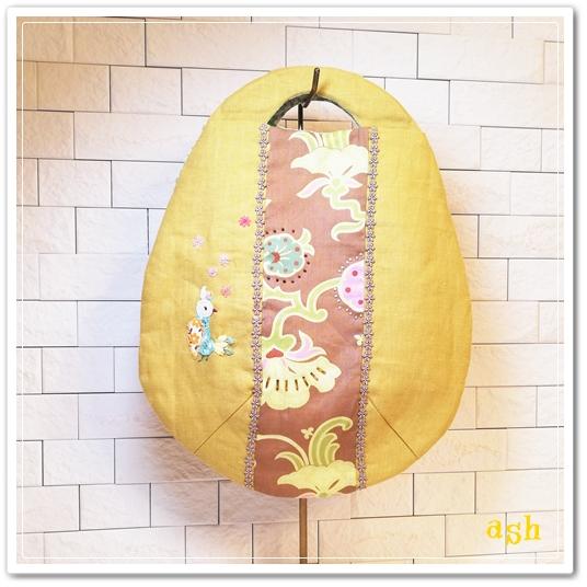 銀杏色のリネン、見返り美人の小鳥アップリケ たまごバッグ
