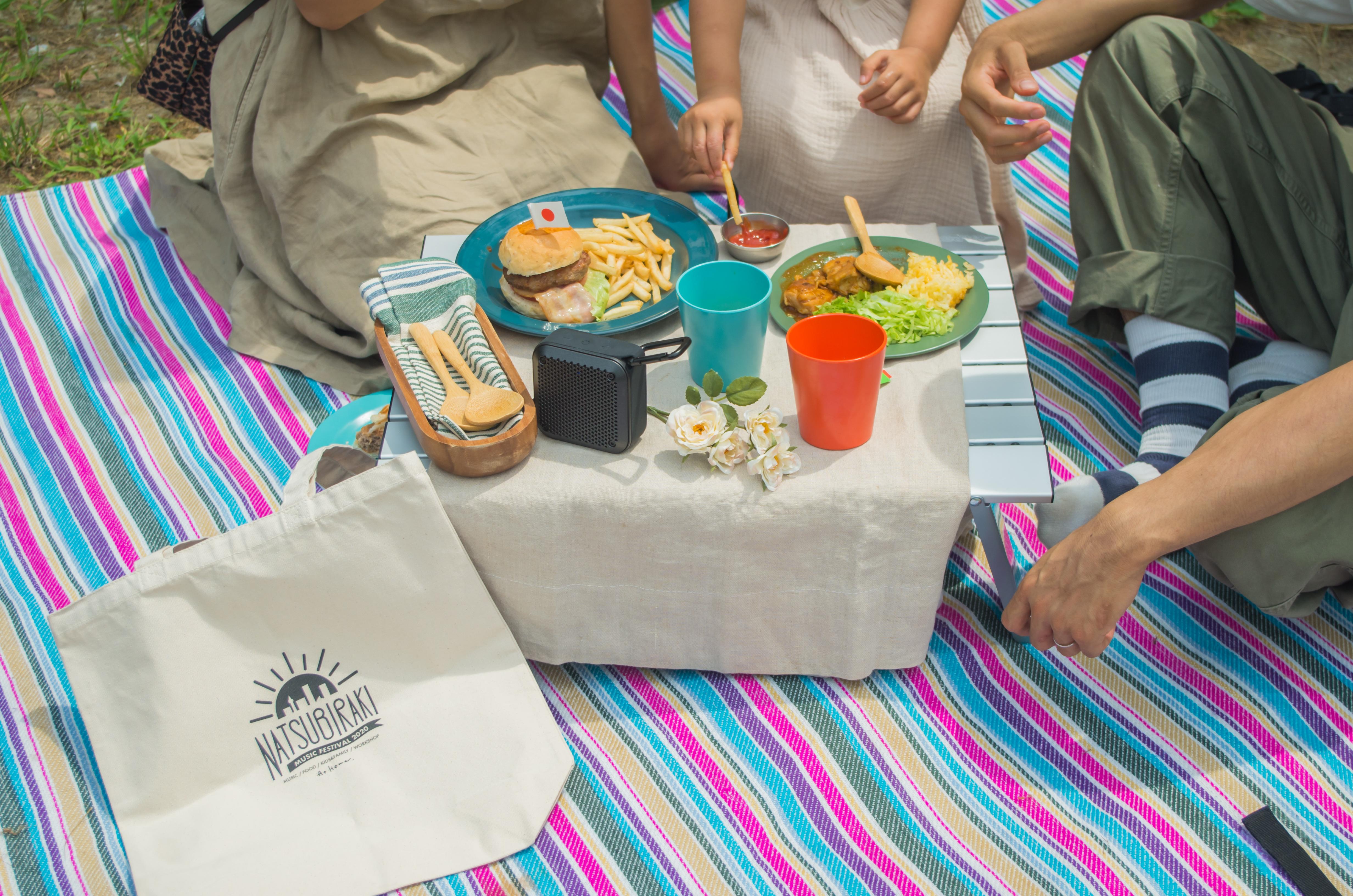 """【夏フェスコラボ商品】家族で""""夏びらきFES""""バーガーピクニックキットを使ってみた!"""