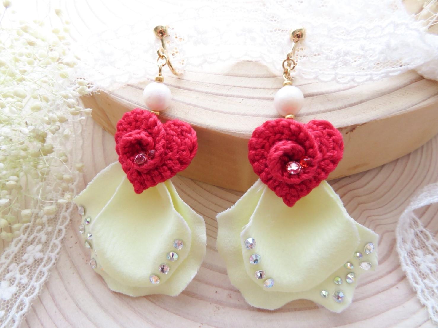 【幸せのおすそ分けイヤリング❤】実際に結婚式で使用した【花びら】でお作りしています♪