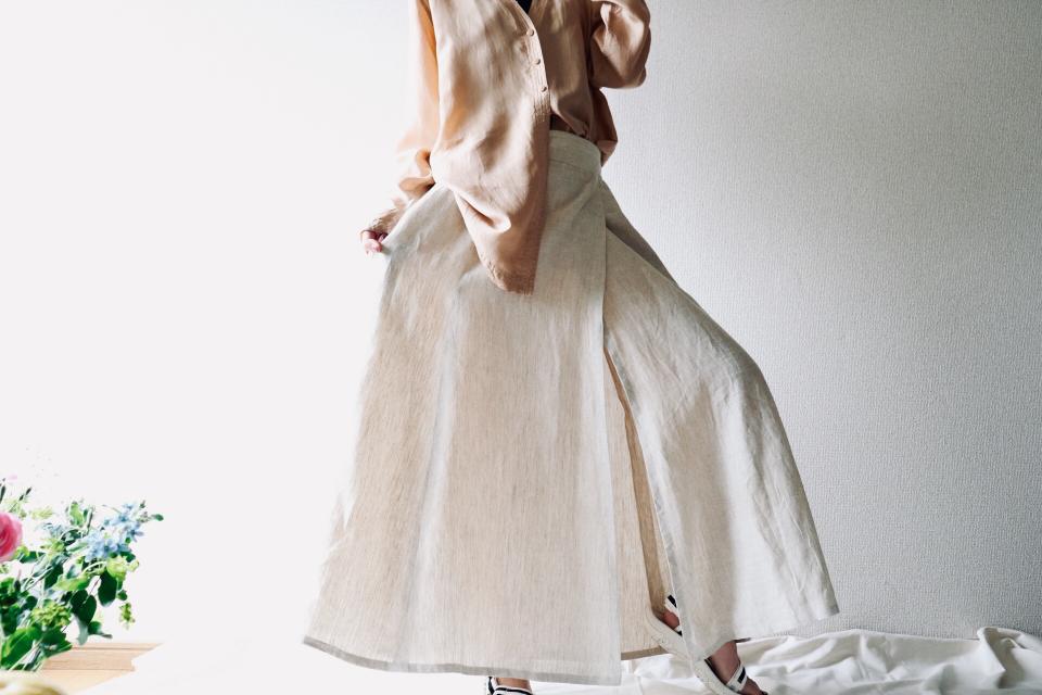 016 雰囲気のあるナチュラルカラー 程よいフレアのリネンスカート