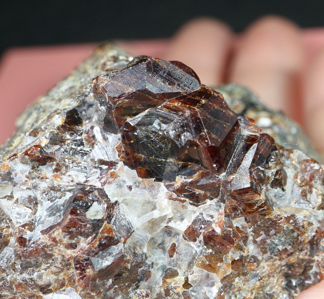 自主採掘!グロッシュラー ガーネット  + カルサイト  151,3g GN096 原石 鉱物 天然石 パワーストーン