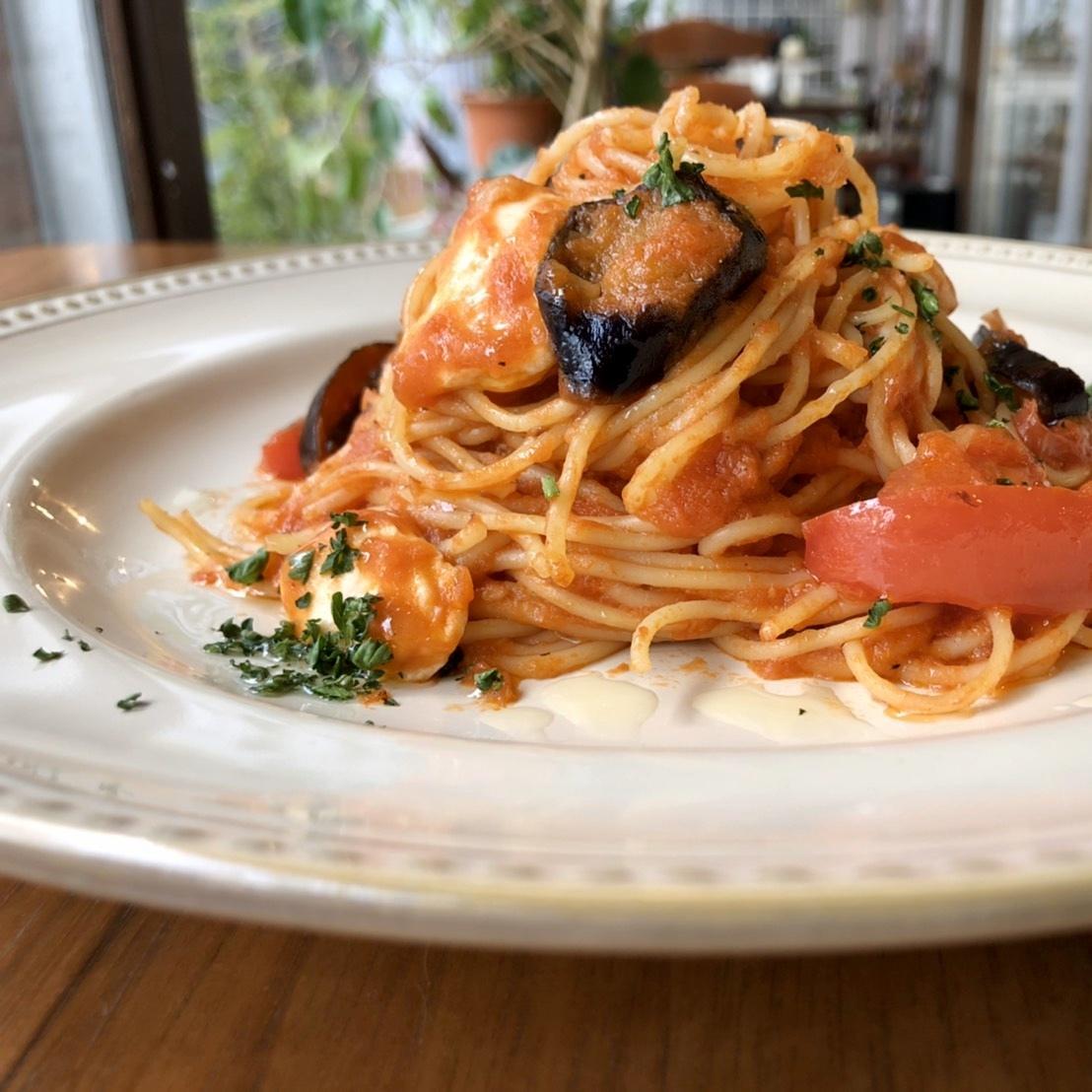 茄子とモッツァレラのトマトソースパスタ
