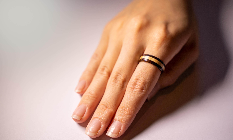 【木の指輪】絢-aya- 段斑【ベントウッドリング】
