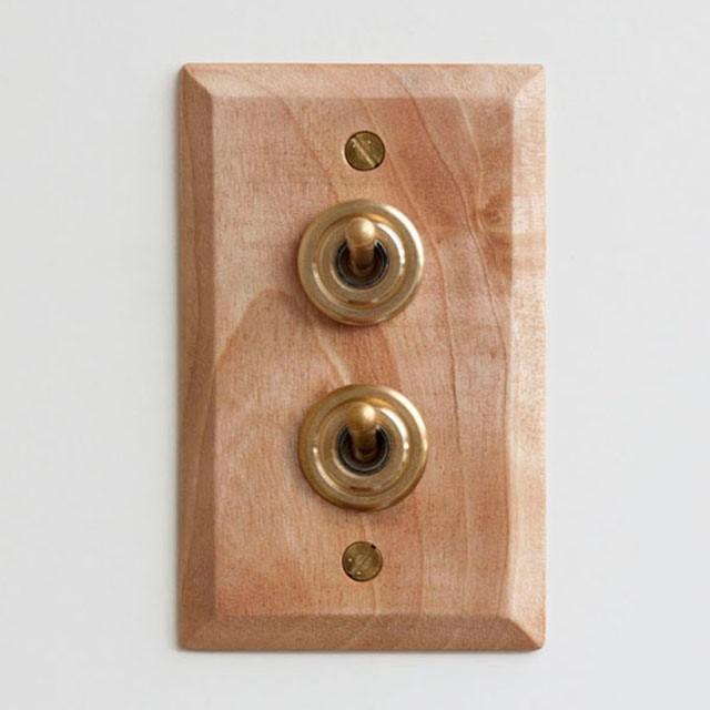 木と真鍮のスイッチ