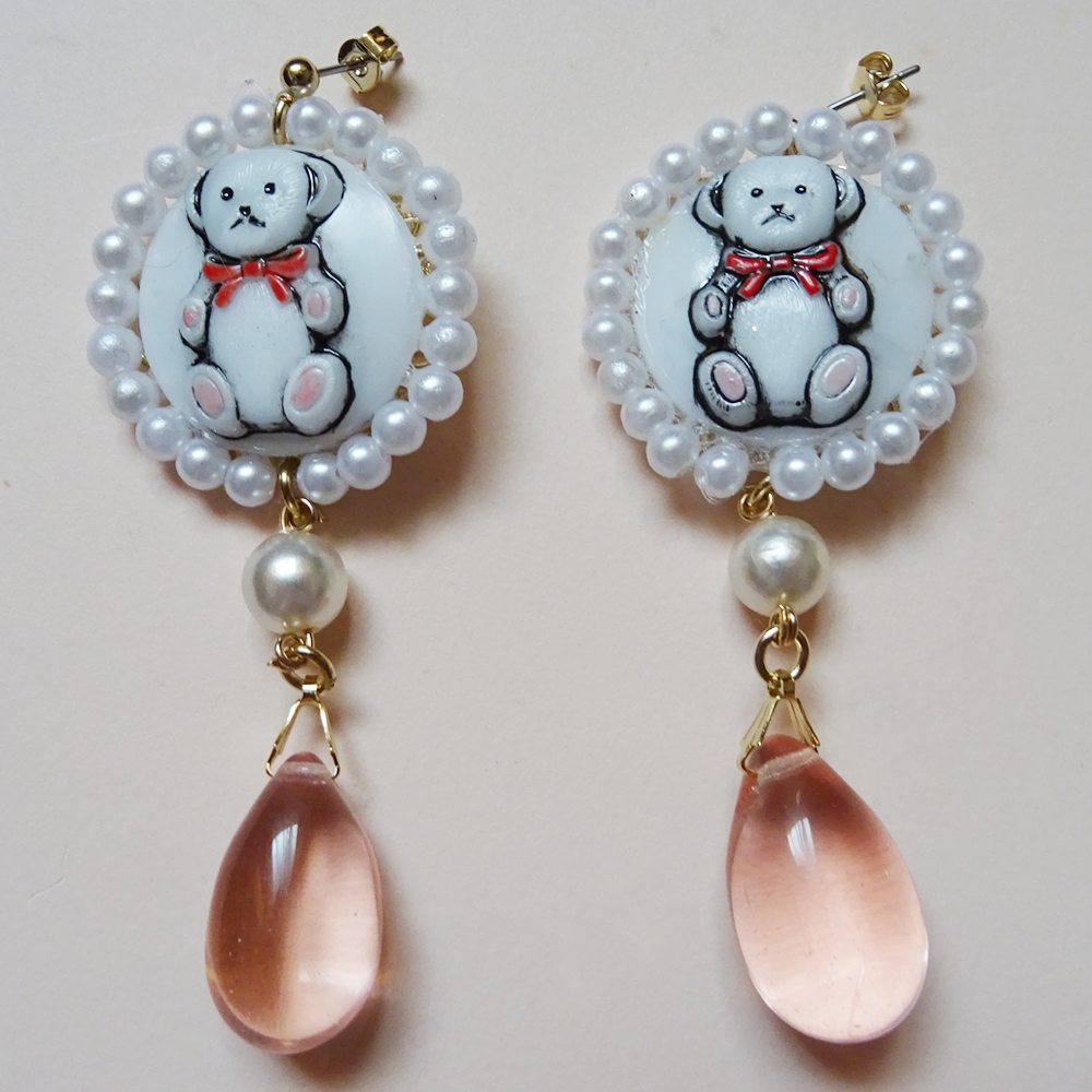 Sedmikrasky セドミックラスキー チェコガラスのくまピアス / ピンク