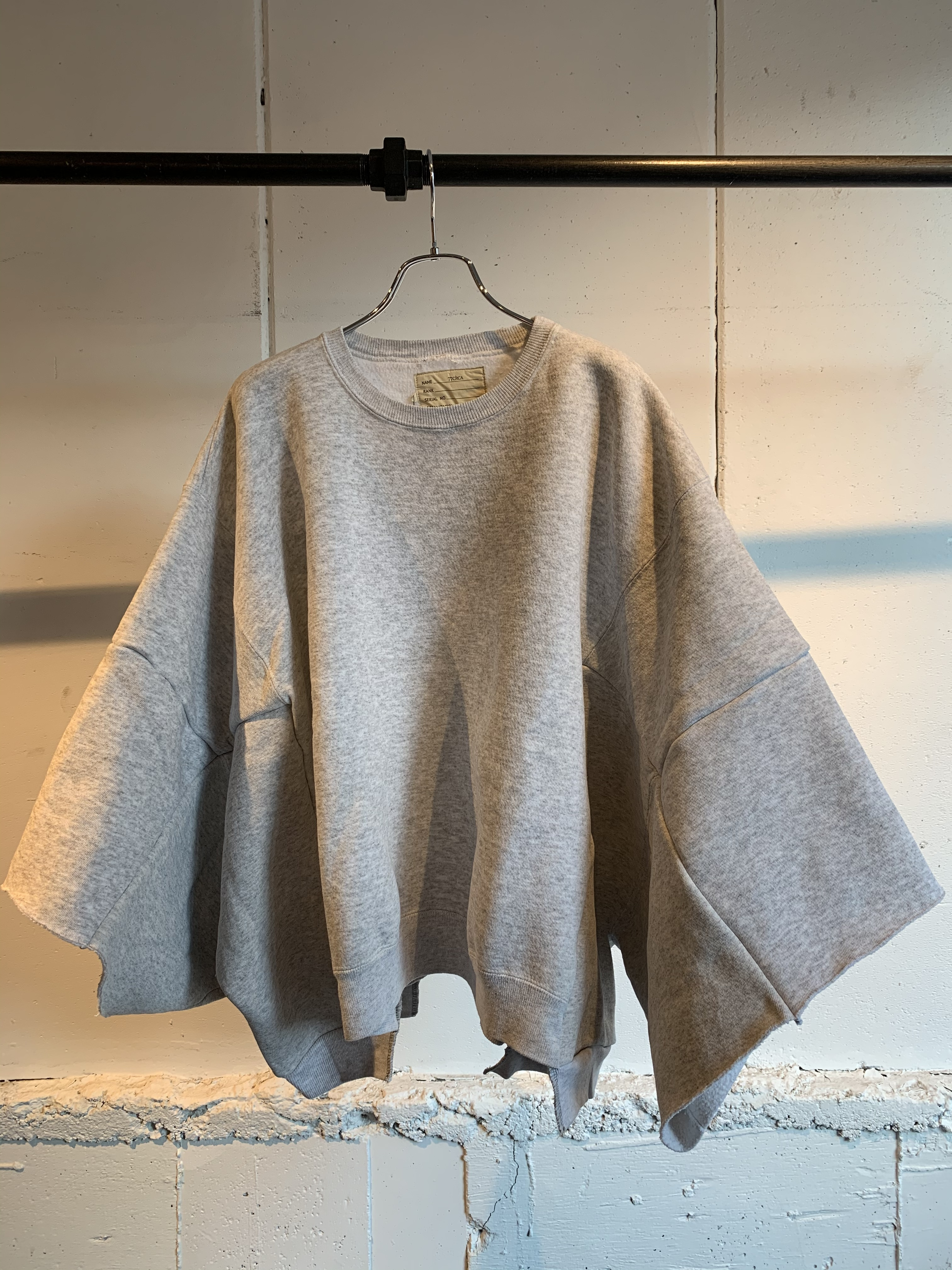 77CIRCA circa make wide set in short sleeve sweat top (Gray) ①