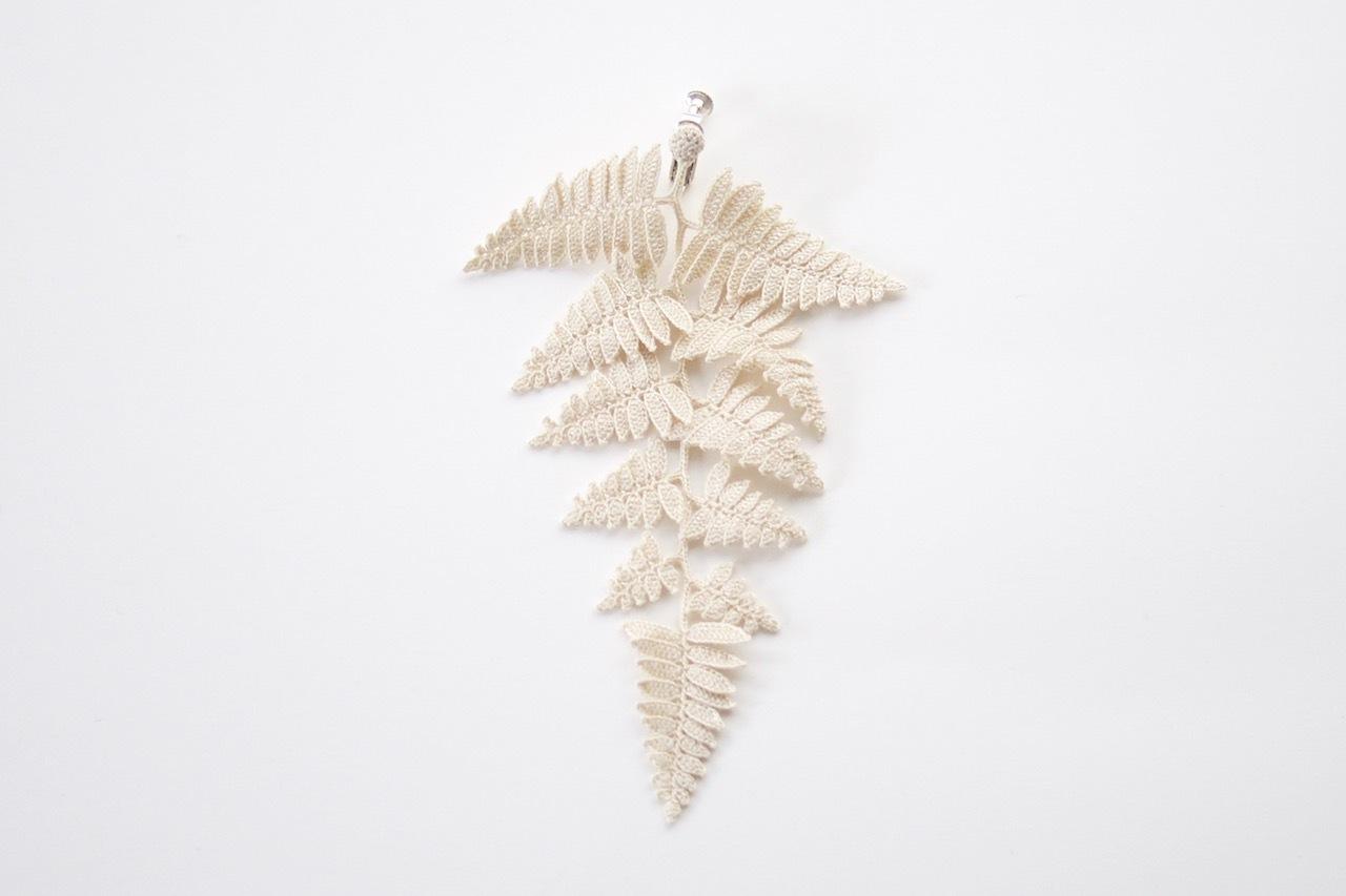 shida 03 / ecru / pierce / earring