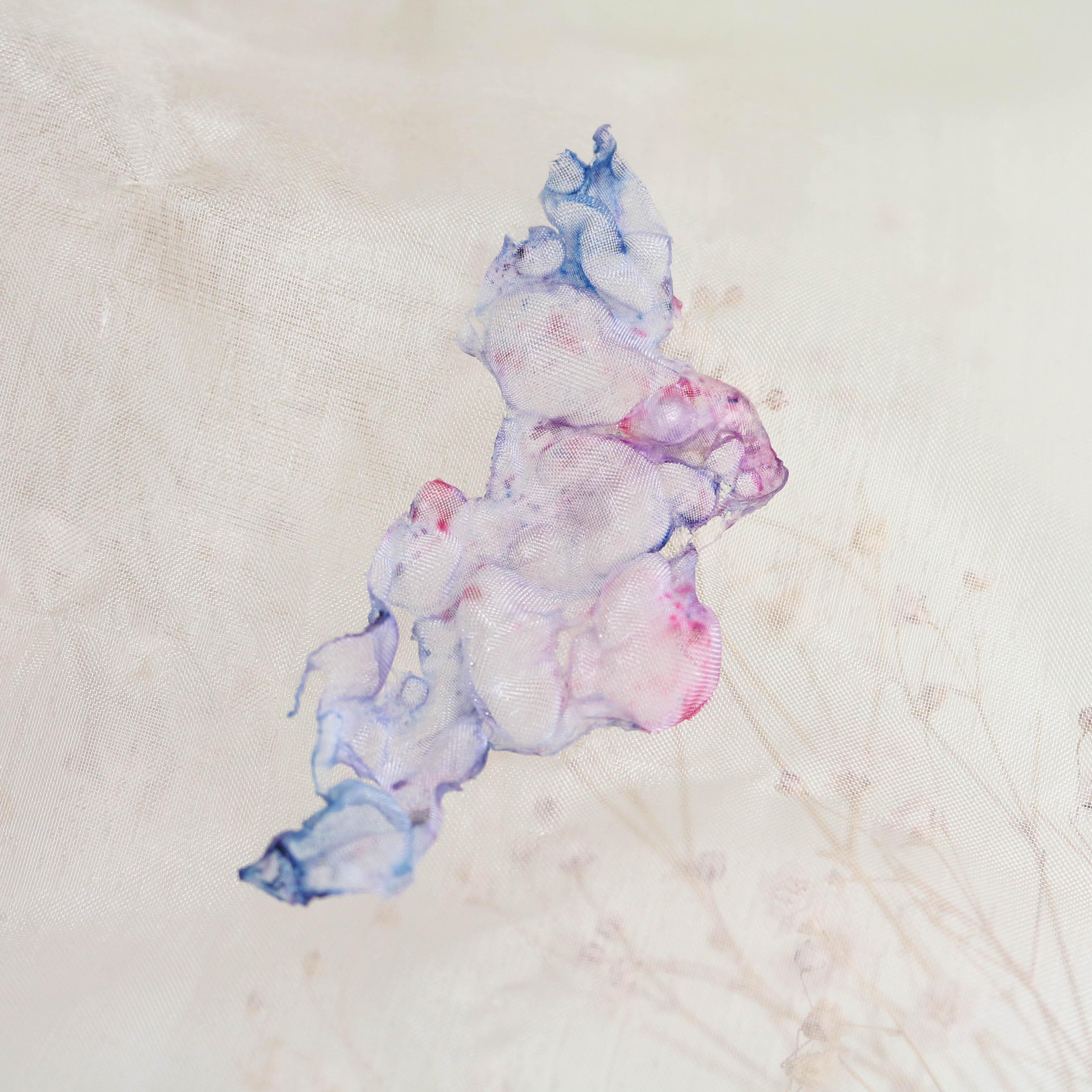 染めオーガンジーのアートピアス|夢色
