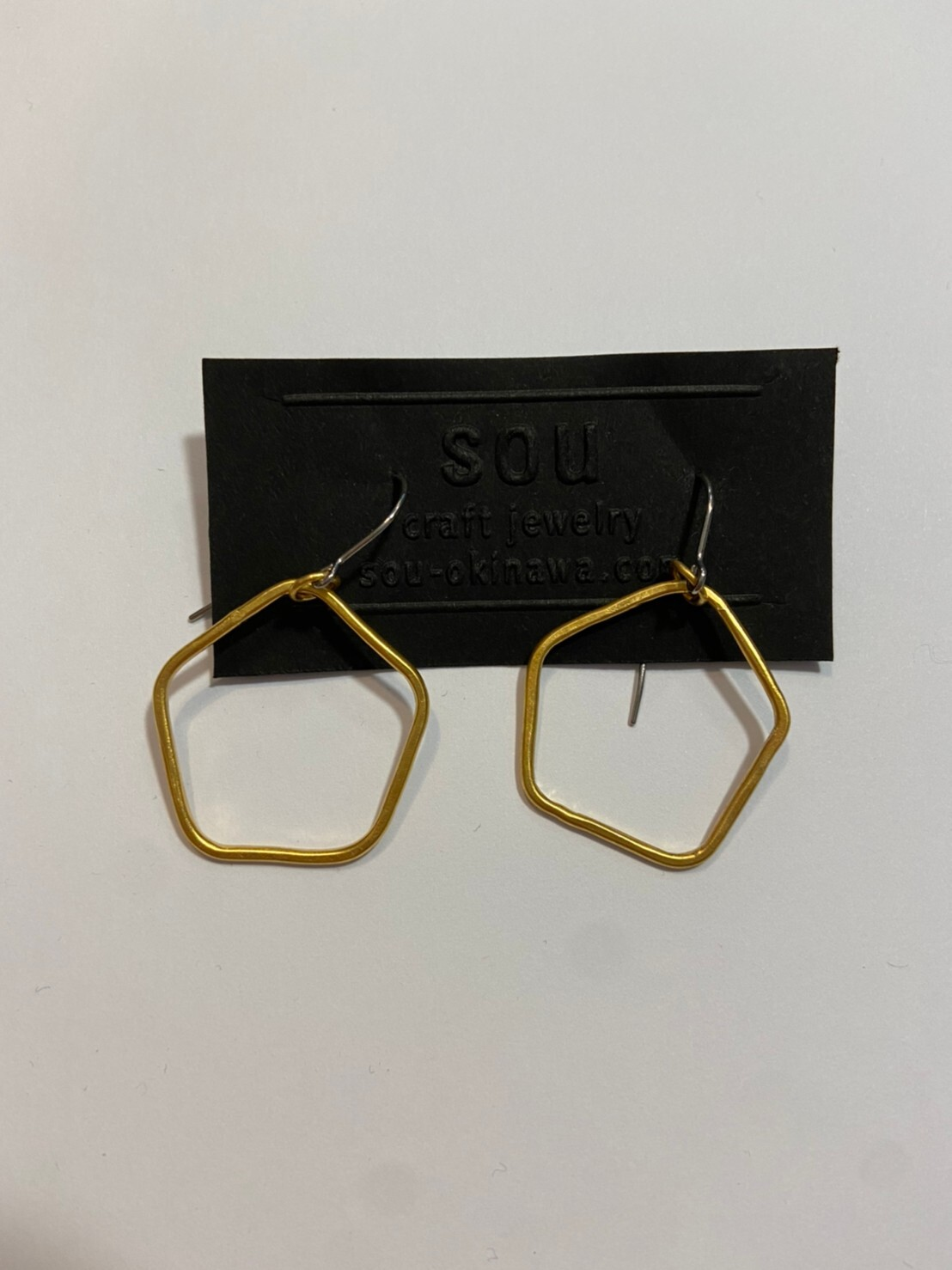 【atelier sou】24kメッキ 5角形ピアス/br