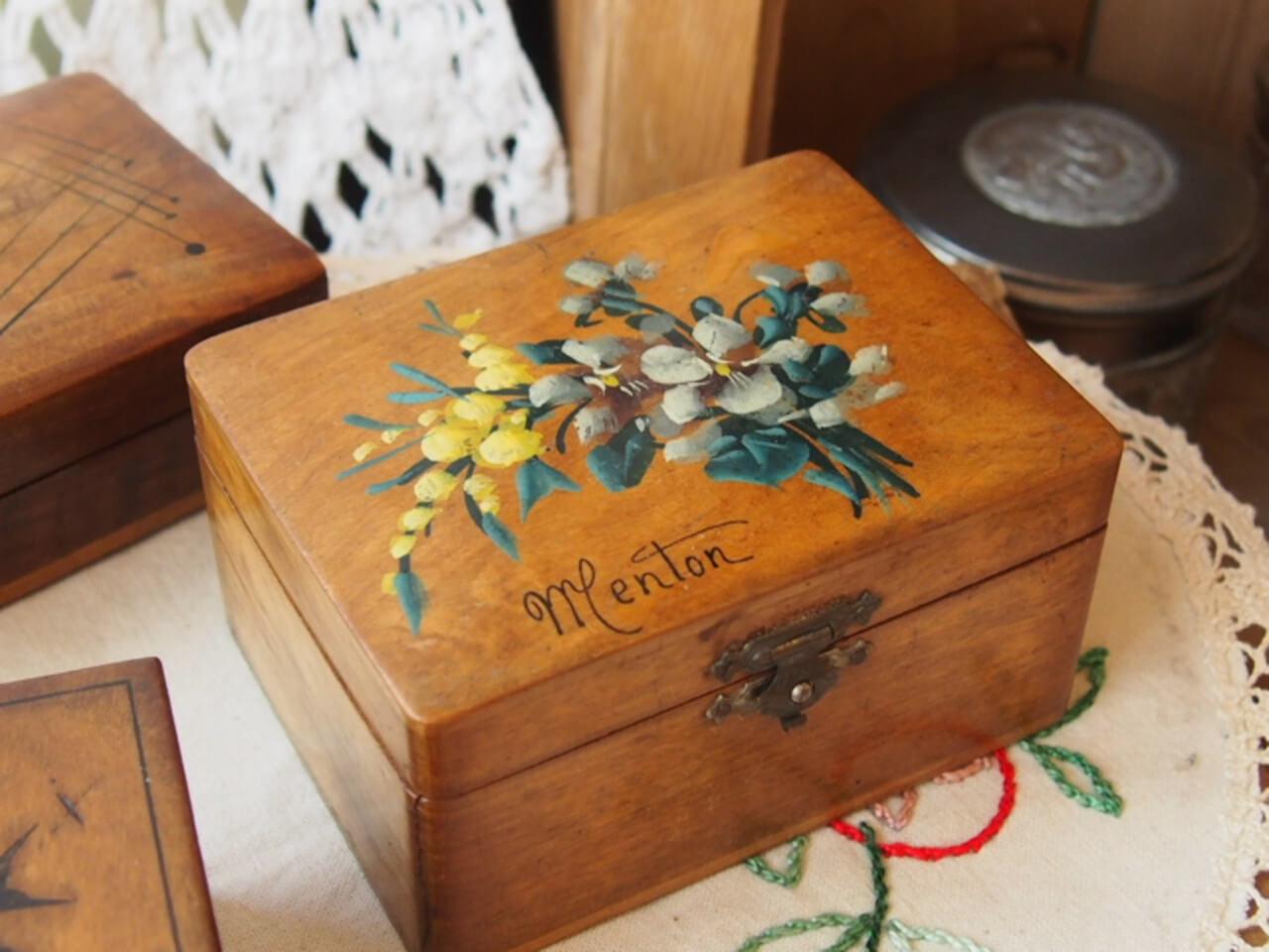 モシュリンヌの木箱(スミレとミモザ)
