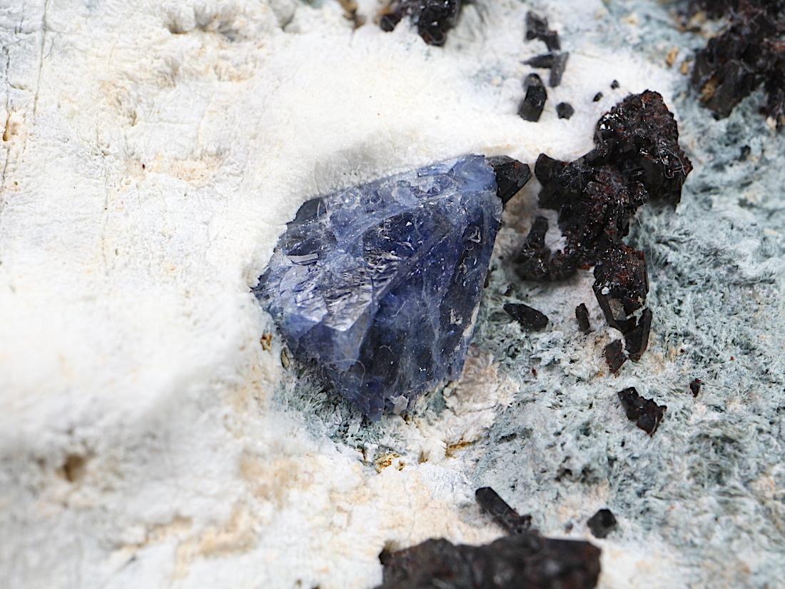ベニトアイト ネプチュナイト ベニト石  カリフォルニア産  94,7g BN066 鉱物 天然石 パワーストーン