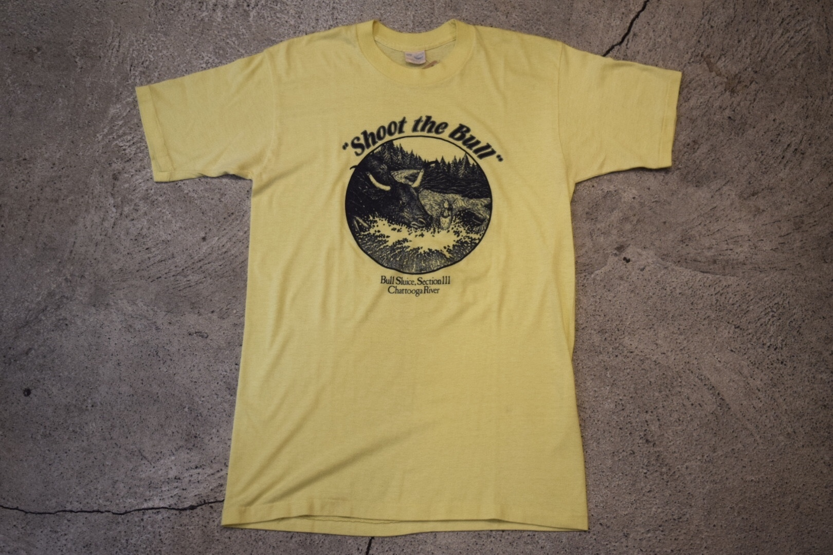 """USED """"Shoot the Bull"""" Chattooga River Vintage T-shirt Sneakers 80s made in USA T0183"""