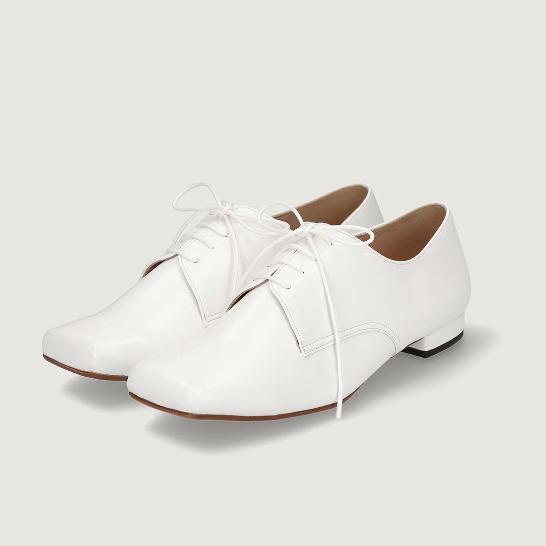【一部難あり】スクエアトゥ オックスフォード シューズ:ホワイト 23.5cm(OT1027)