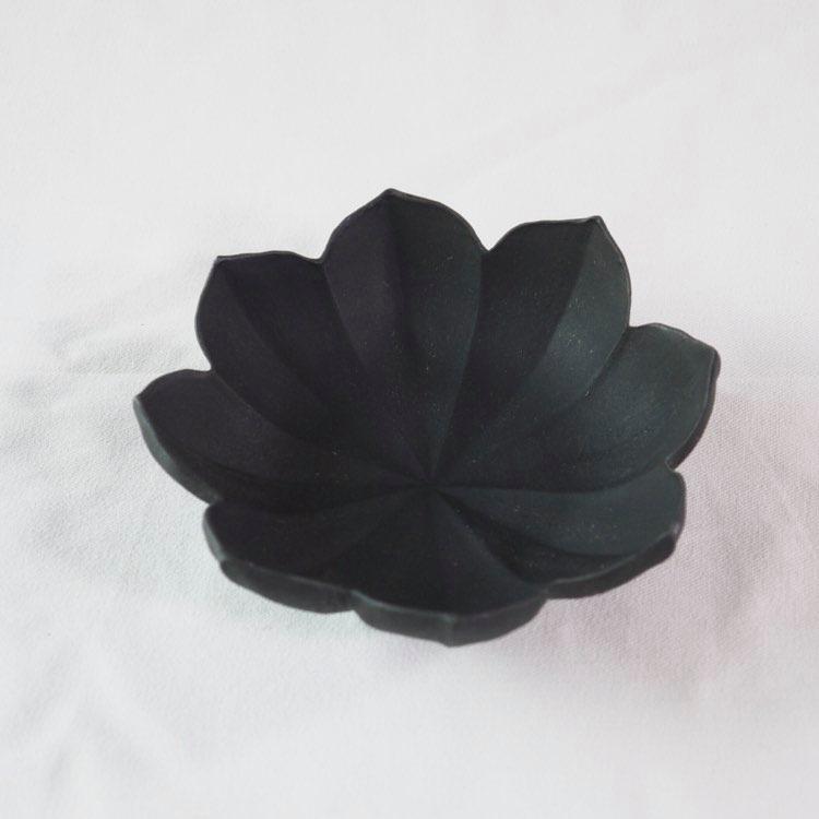 黒釉 稜花小鉢