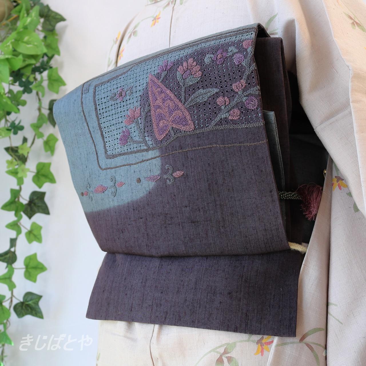 正絹紬 褐色(かちいろ)に相良刺繍とスワトウのなごや
