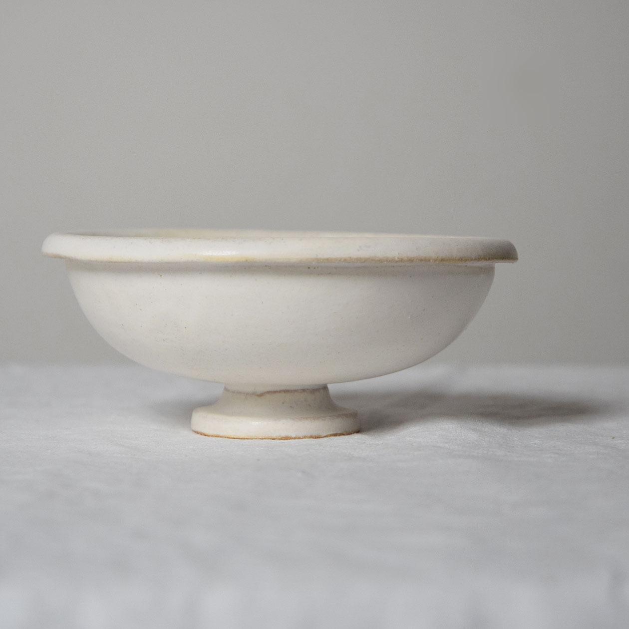 瀬川辰馬 Tatsuma Segawa   チタン白 脚付き鉢