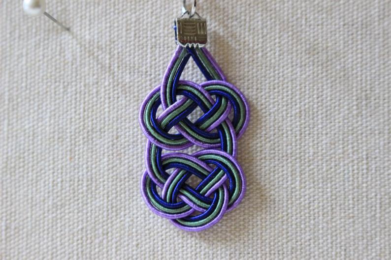緑と紫色Wあわじ水引結びのピアス