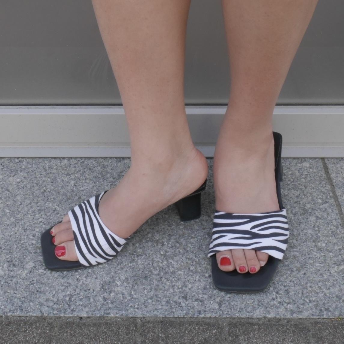 【Belle】mule pumps / zebra
