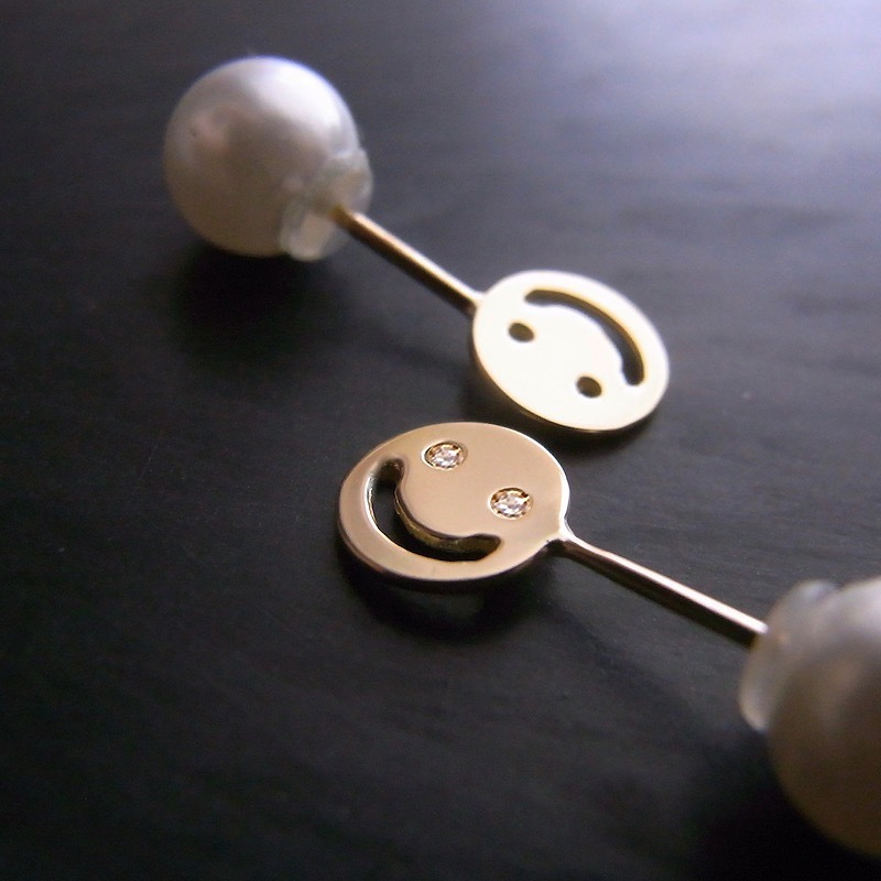 K18 Nikkori Pop Up Earring -DM / 18金製  飛び出す小さな片ピアスーニッコリ(ダイヤ入り)