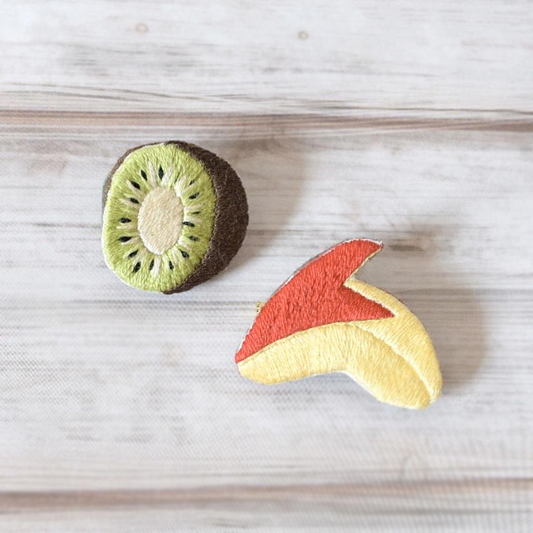 LOUPE / フルーツの手刺繍ブローチ