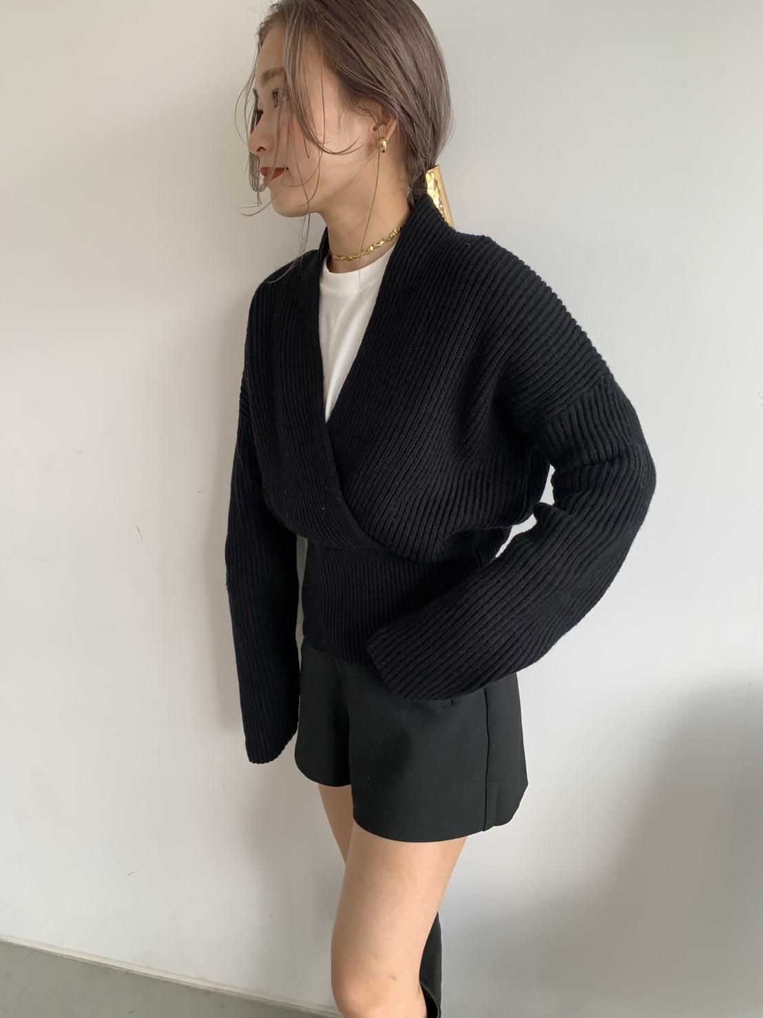 V neck waist mark knit