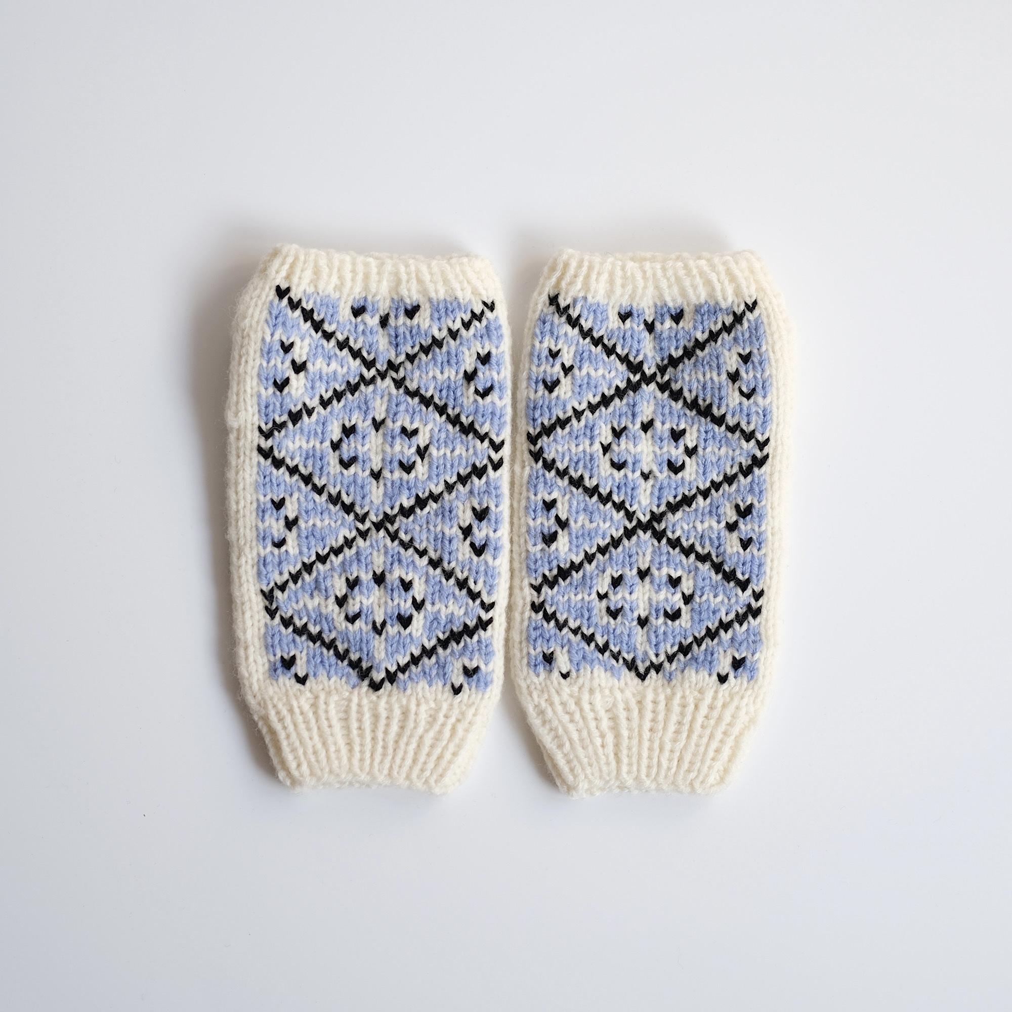 手編みのリストウォーマー