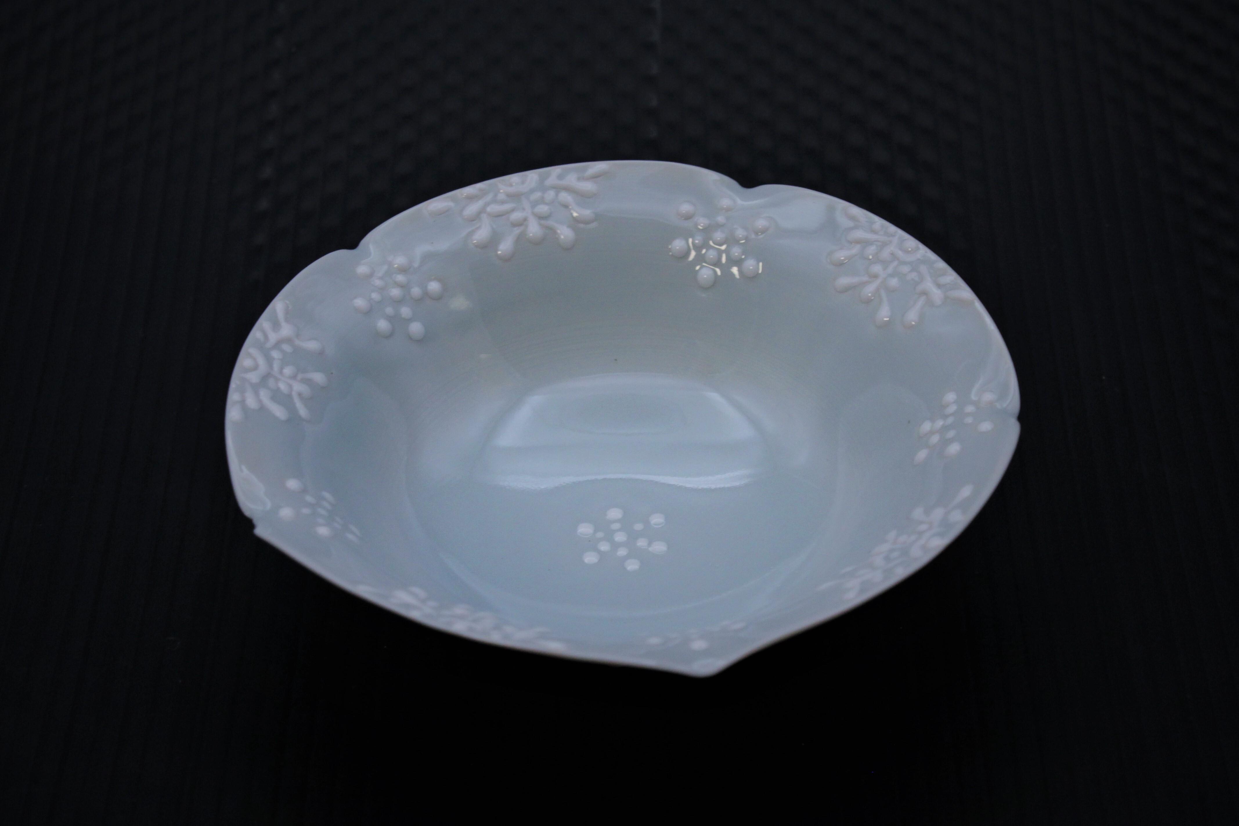 青磁雪紋小鉢