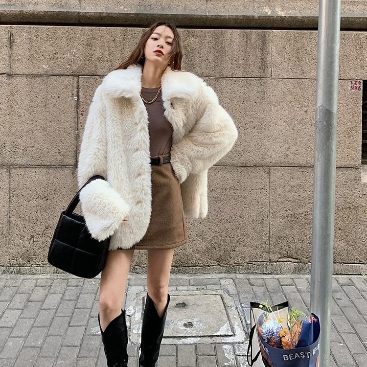 white volume fur jacket