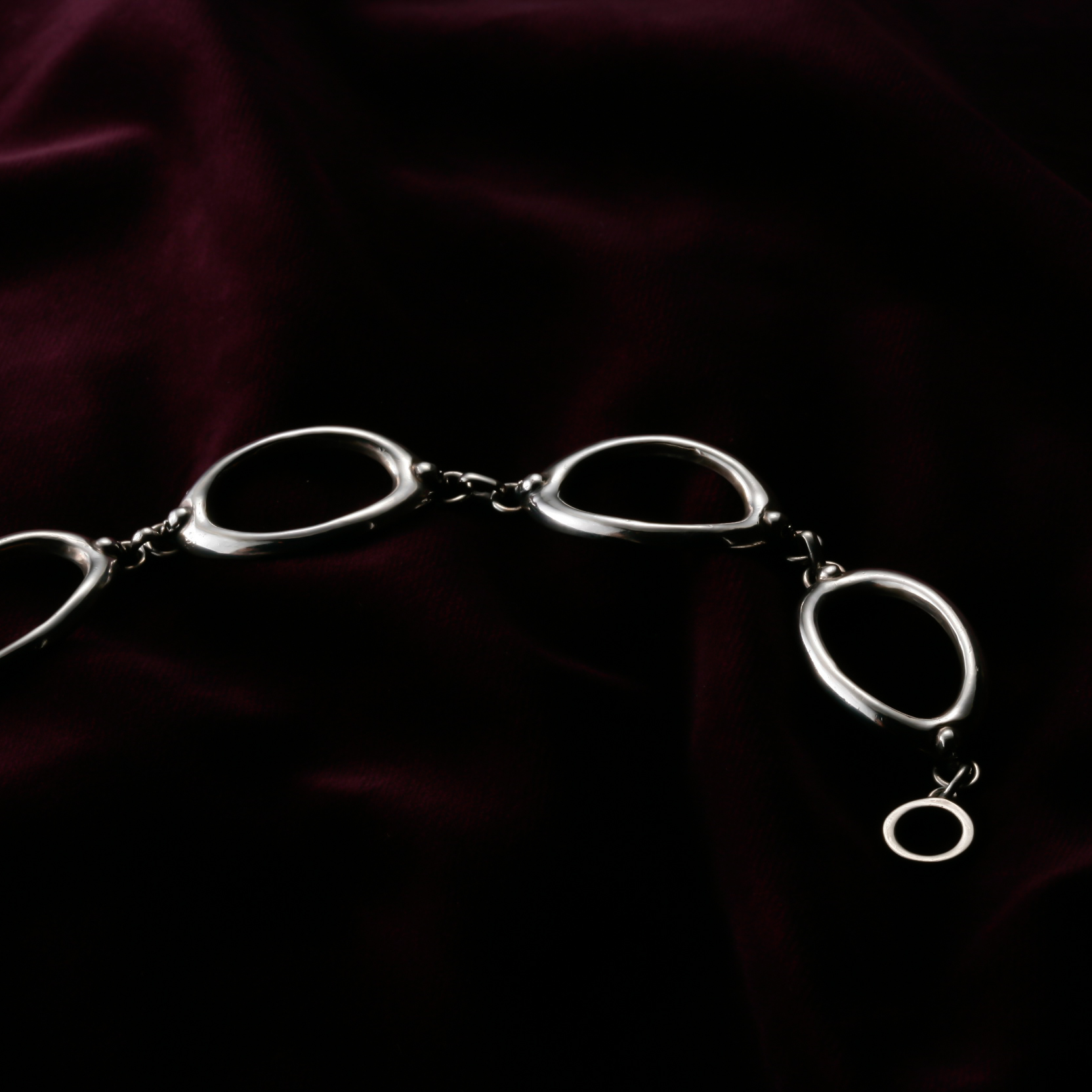 4 Ellipse on Small Skull Object Bracelet