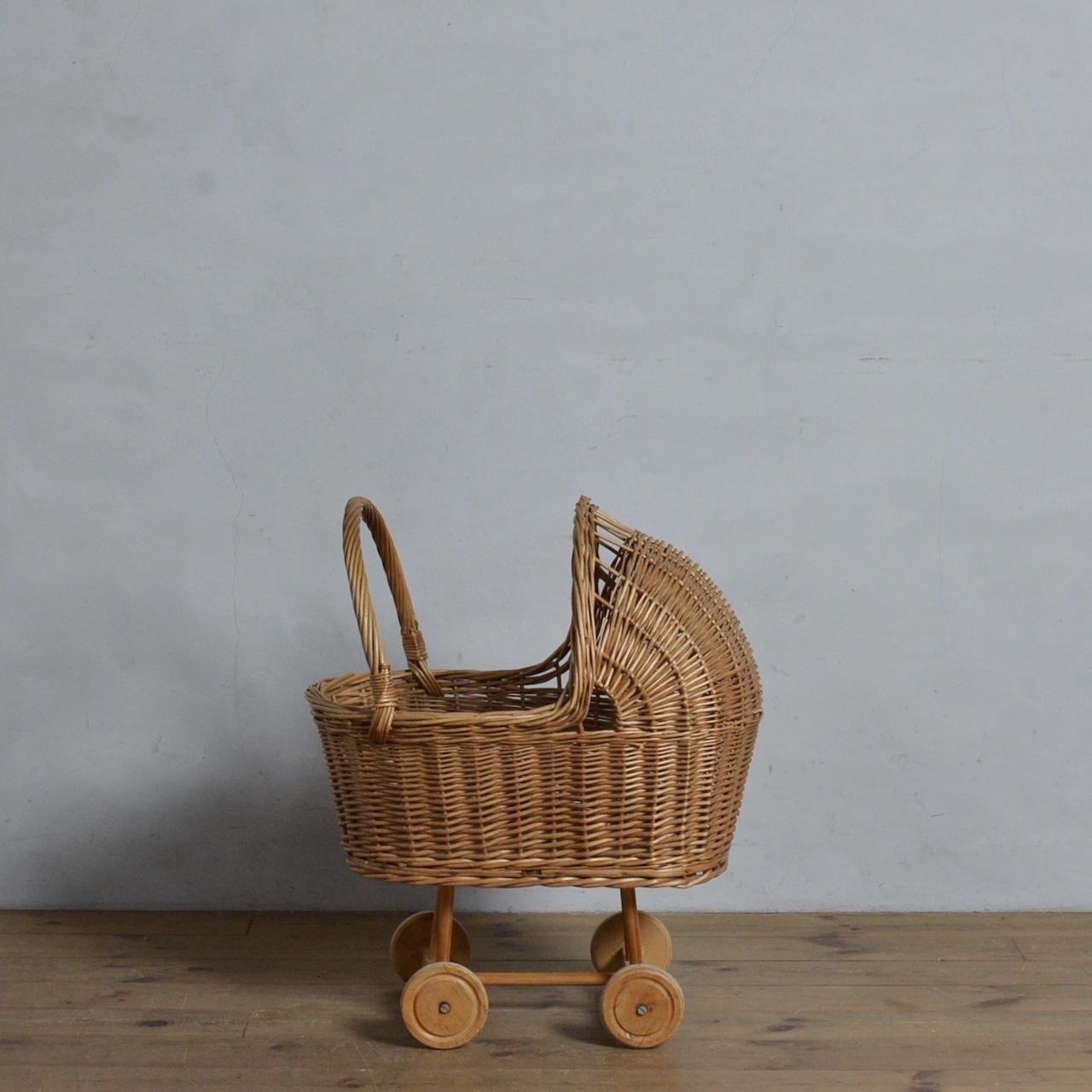 Rattan Baby Walker  / ラタン ベビー ウォーカー〈ワゴン・収納・バスケット・店舗什器〉112204