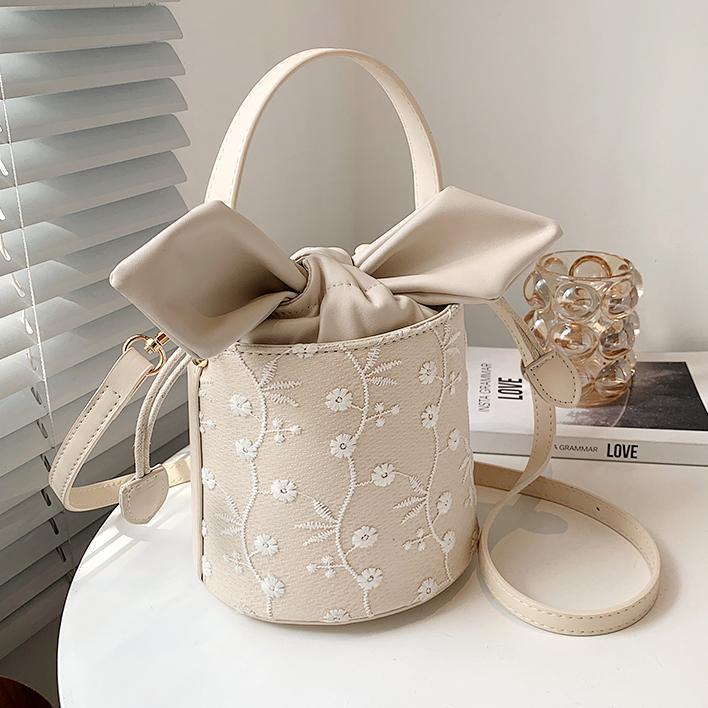 フラワー刺繍バケットバッグ