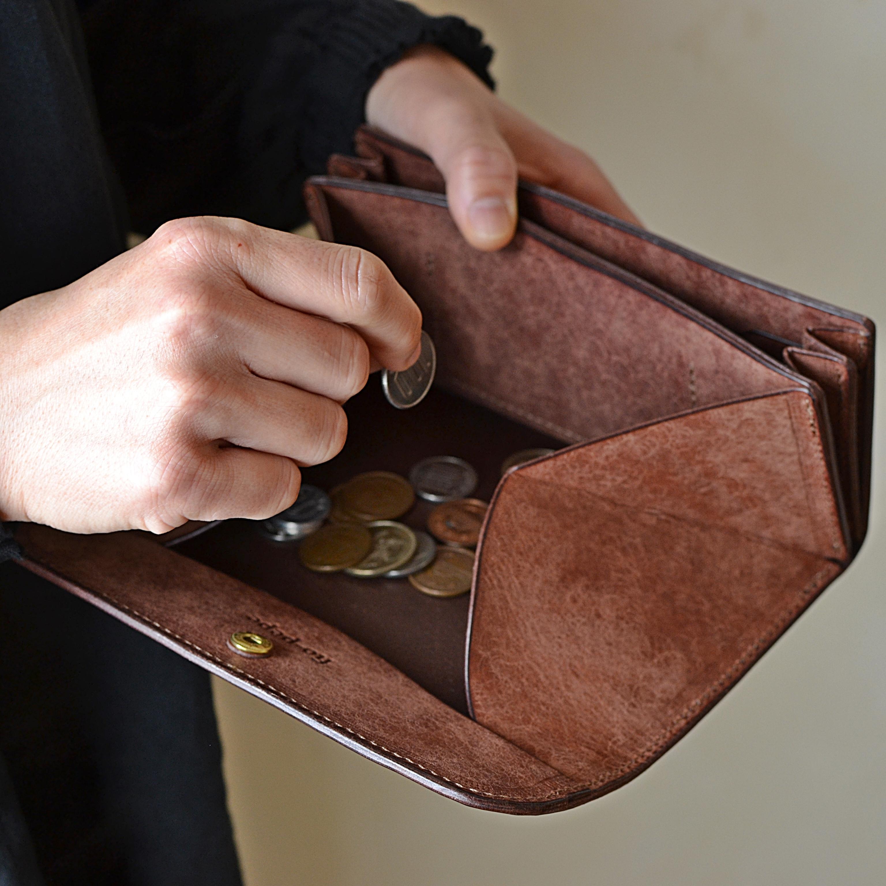 ゆったり使える長財布「オアシス・ダークブラウン」