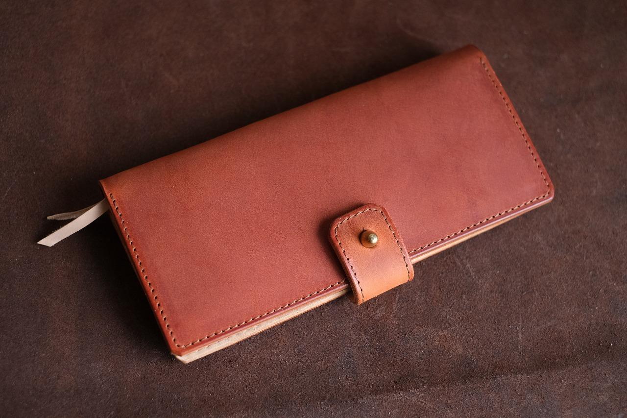 赤茶の煉瓦色の牛革を使った長財布