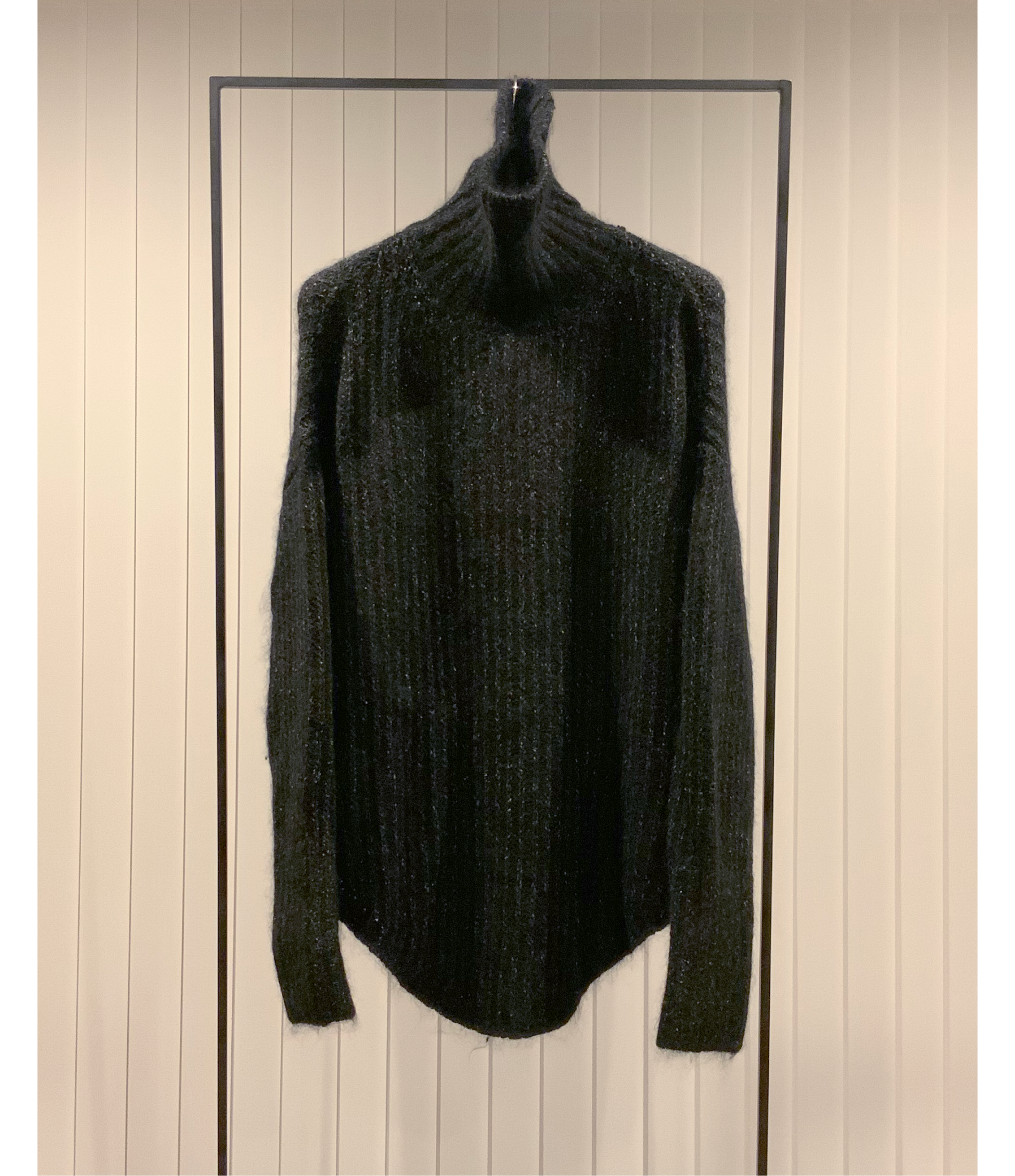 2-Toned High-neck Sweater / Black