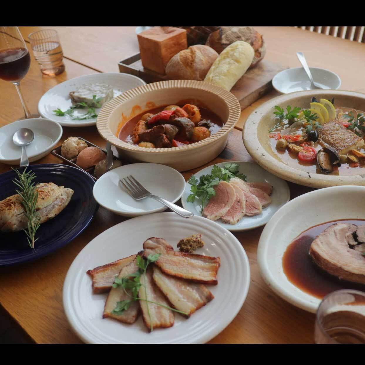 パン盛り合わせとお食事セット(6名様程度)