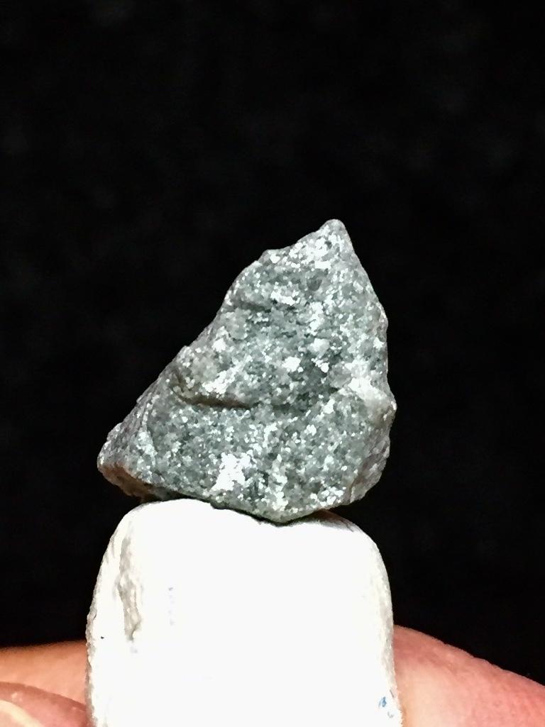 2) ダイヤモンド原石(蛍光)
