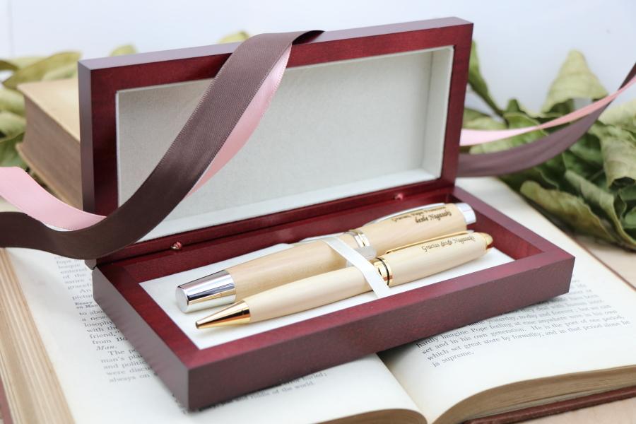 ギフト用 ペン2本が入る木製の化粧箱 ダブルリボン