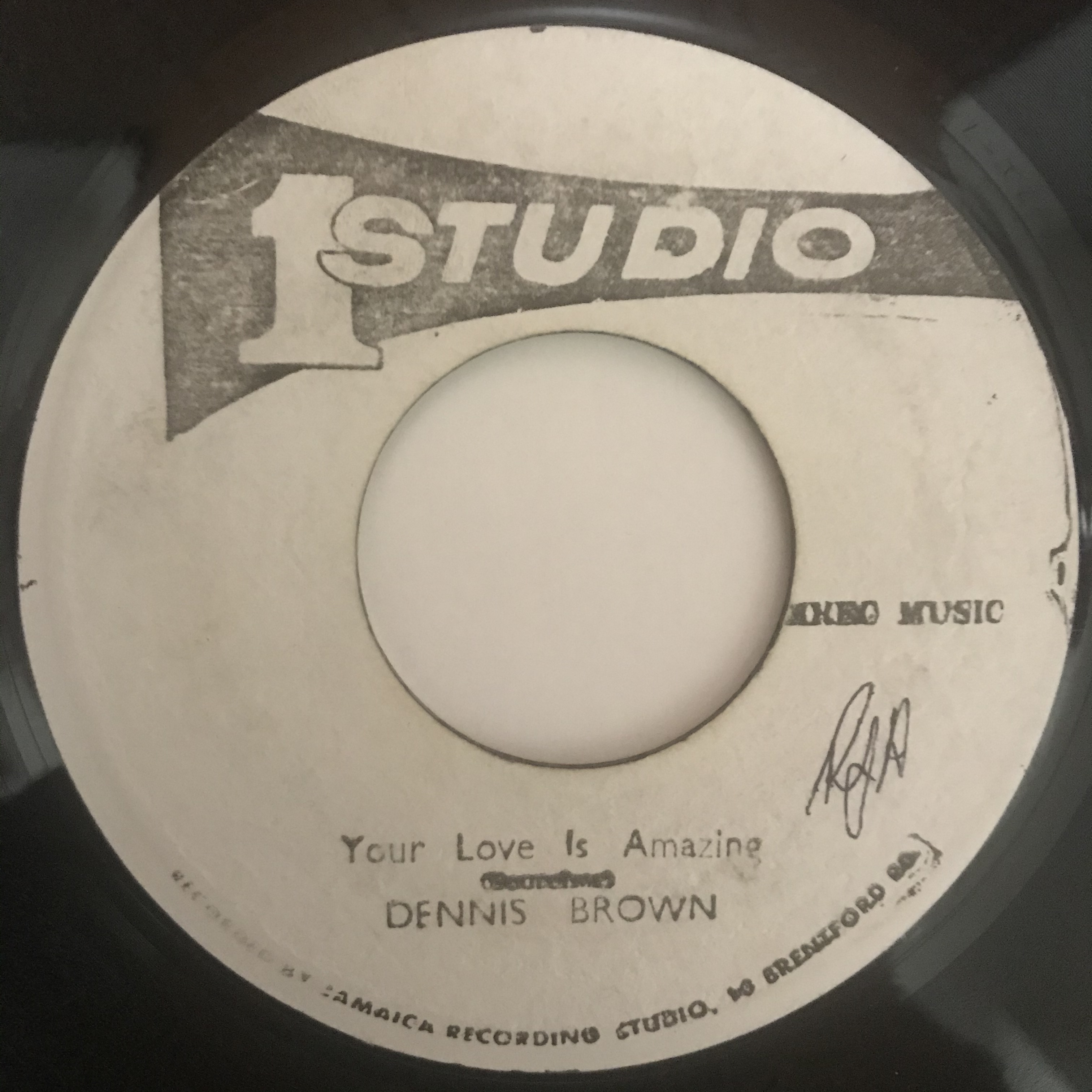 Dennis Brown - Your Love Is Amazing【7-10903】