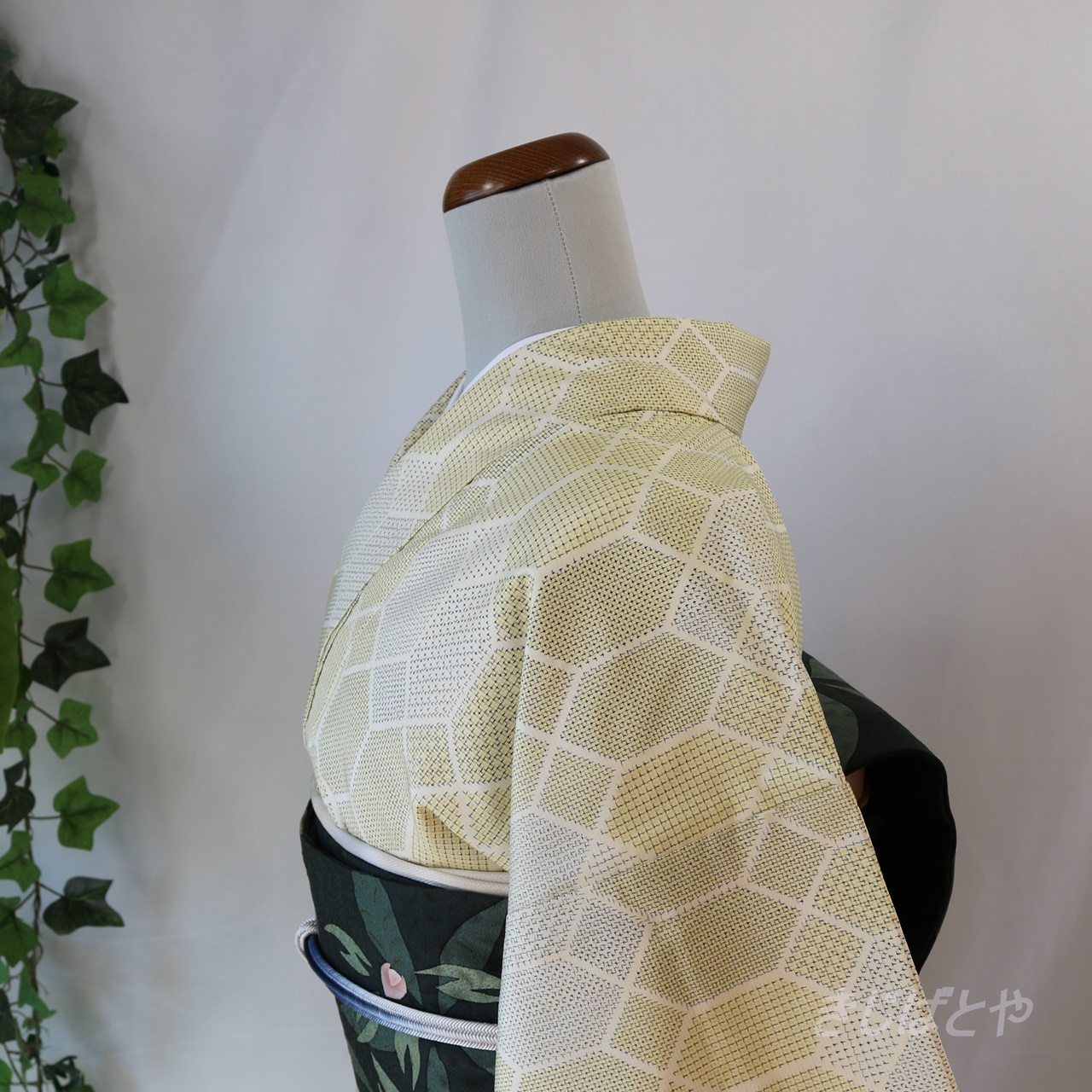 大島紬 淡黄色(たんこうしょく)の小紋 袷