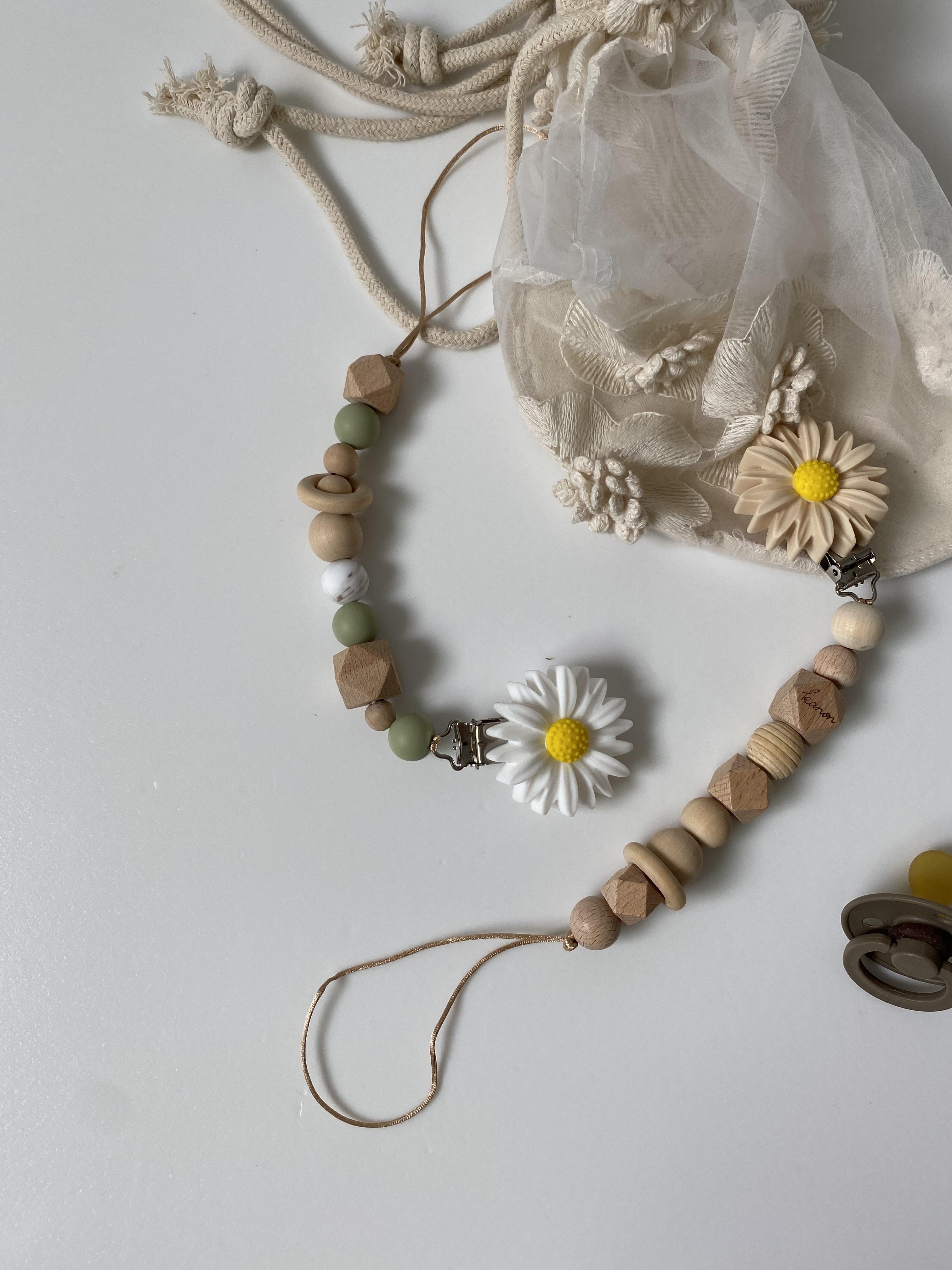 daisy toy holder// natural(おしゃぶりホルダー)