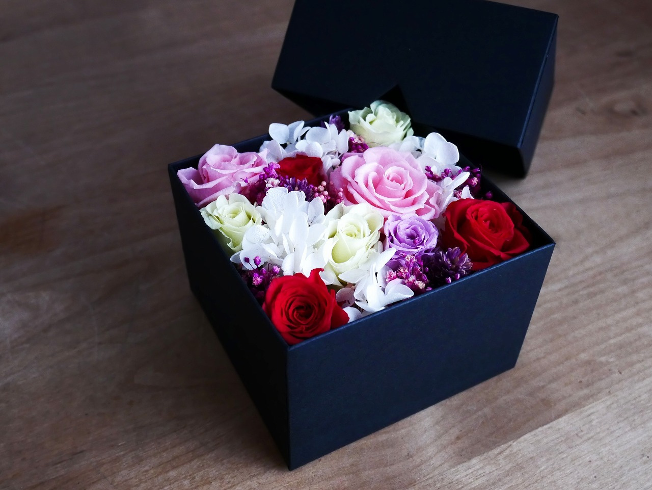 Boxed preserved flower arrangement*Pink S(フラワーボックスS:プリザーブドフラワー*ピンク)