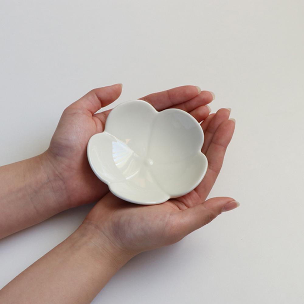 磁器 お花モチーフ小皿(白)【MM-0035-W】