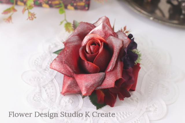 赤い薔薇と紫陽花のヘアクリップ 髪飾り バラ フラメンコ レッド 発表会 結婚式